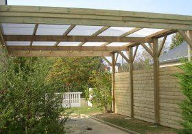 Exemple d'un carport fait maison ouvert en bois